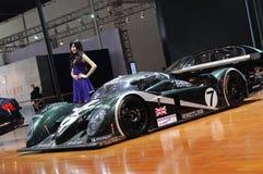 Bentley f1 laufendes Auto mit Baumuster Lizenzfreies Stockbild
