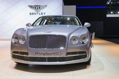 Bentley Flying Spur W12 auf Anzeige Lizenzfreie Stockfotografie