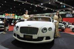 Bentley GT kontinental auf Bildschirmanzeige an einer Autoausstellung Lizenzfreie Stockbilder