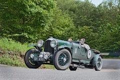 Bentley 4 1/2 liter som förkomprimeras i Mille Miglia 2013 Fotografering för Bildbyråer