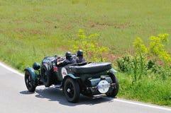 Bentley verde 4 5 litros Le Mans participan a la carrera de coches 1000 de la obra clásica de Miglia Imagenes de archivo