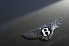 Bentley viaja de automóvel o logotipo no carro desportivo verde Imagens de Stock Royalty Free