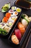 Bento箱子用寿司和劳斯 库存照片
