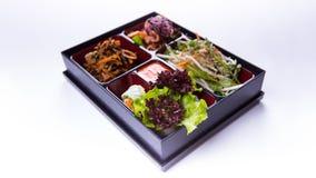 Bento boksuje sałatki sałata, kapusta i kimchi na białym backgrou, zdjęcia stock