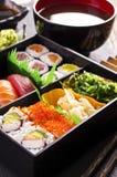 Bento Box avec les sushi et la Rolls images libres de droits