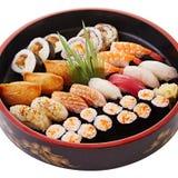 Bento von Sushi mit Garnele, Kalmar und kimbap Stockfoto