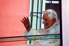 Bento XVI papamobile en Lisboa Imagen de archivo