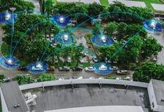 Benutzerschnittstellengraphik der Draufsicht futuristische, intelligenter Fahrzeugsteuer-Sensor GPS-Realzeitparkplatzkommunikatio stockbild