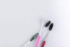 Benutzte alte Zahnbürste Stockfoto