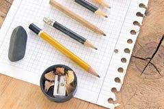 Benutzte Bleistifte und Papier Lizenzfreie Stockfotos