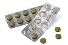 Benutzte Blisterpackung mit den Pillen, lokalisiert auf Weiß, mit Beschneidungspfad Stockfotografie