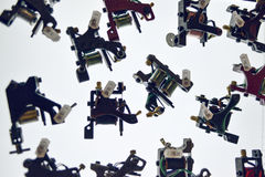 Benutzte, handgemachte Tätowierungmaschine getrennt auf Weiß Stockfotografie