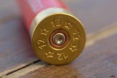 Benutzte Patronenhülsen von einem Gewehr mit 12 Messgeräten stockbild