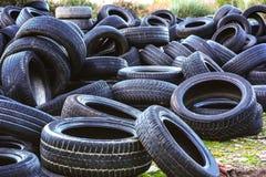 Benutzte Reifen in einem Wiederverwertungsyard Stockfoto