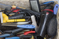 Benutzte Werkzeuge und Versorgungen für Hundedas pflegen Stockbild