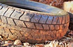 Benutzter Reifen auf Lager stockfotos