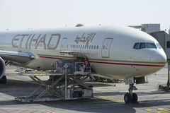 Benutztes Flugzeuge ` Airbus-` A320-200 Firma-` Etihad-` Abu Dhabi-Flughafen Stockbild