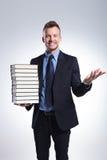 Benvenuti dell'uomo di affari voi con i libri Fotografia Stock Libera da Diritti
