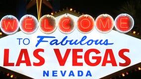 Benvenuto all'insegna al neon di Las Vegas - clip 1 stock footage