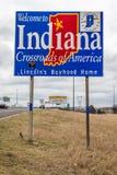 Benvenuto allo stato dell'Indiana - Roadsign lungo 70 da uno stato all'altro verso St. Louis, Mo Immagine Stock