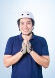 Benvenuto asiatico Sawasdee accogliente del tipo con il casco e il glov della bicicletta Fotografia Stock Libera da Diritti