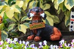 Benvenuto della statua del cane Immagini Stock Libere da Diritti