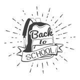 Benvenuto di nuovo alla retro etichetta della scuola con lo zaino Calligrafia dell'iscrizione Illustrazione di vettore Illustrazione Vettoriale