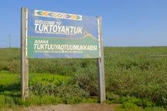 Benvenuto a Tuktoyaktuk immagine stock