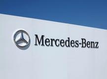 Benz της Mercedes λογότυπο  Στοκ φωτογραφίες με δικαίωμα ελεύθερης χρήσης
