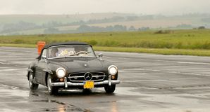 Benz 190 SL της Mercedes - έλεγχος ταχύτητας Στοκ φωτογραφία με δικαίωμα ελεύθερης χρήσης
