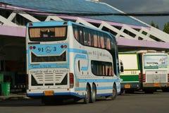 Benz Super Travelgo Bus van Viriya-reisbedrijf Stock Fotografie
