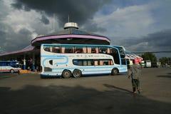 Benz Super Travelgo Bus van Viriya-reisbedrijf Stock Afbeeldingen