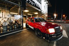Benz w124 di Mercedes soltanto un'abitudine in Tailandia immagine stock libera da diritti