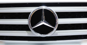 Benzembleem van Mercedes Stock Foto