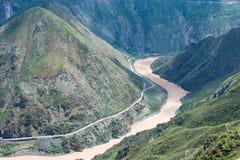 BENZILAN, CHINE - 2 août 2014 : La première courbure du Jinsha les déchirent Photos libres de droits
