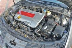 Benzin getankter Kraftfahrzeugmotor Stockfoto
