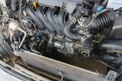 Benzin getankter Kraftfahrzeugmotor Stockfotografie