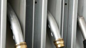 Benzin- oder Tankstellegastanksäuledüsenfall stock footage