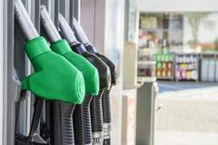 Benzine en diesel verdeler bij het benzinestation stock fotografie