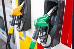 Benzinepomp het vullen Stock Foto