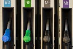 Benzinepomp op benzinestation Brandstof en diesel materiaal - het vooraanzicht van de pijpclose-up royalty-vrije stock foto's