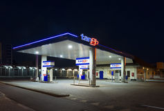 Benzinestation bij nacht Royalty-vrije Stock Foto