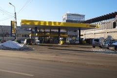 Benzinestation in de stad Stock Foto