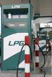 Benzinestation met pompen stock foto's