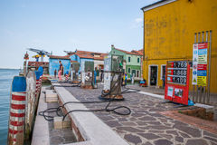 Benzinestation voor boten in Burano, Venetië, Italië stock foto's