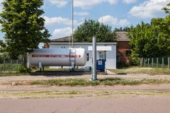 Benzinestationgas voor auto's op propaanbutagas royalty-vrije stock afbeeldingen