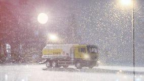 Benzyna tankowiec spadał w śnieżną burzę Fotografia Stock
