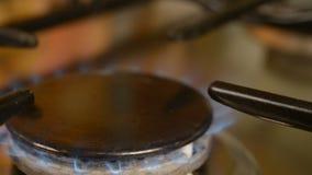Benzynowa kuchenka w domu zdjęcie wideo