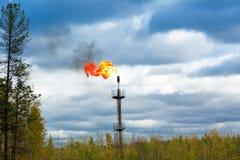 Benzynowa pochodnia na tle chmurny niebo fotografia royalty free