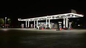 Benzynowa stacja przy nocą Obrazy Royalty Free